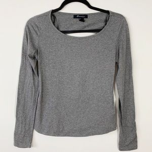 F21 . Cut Out Back L/S Top . S